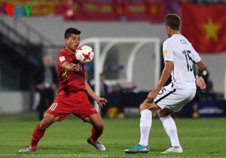 首次参加2017韩国U20世界杯的越南足球队返回河内 - ảnh 1