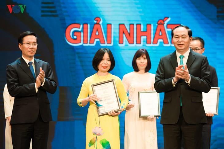 热情投入对外信息宣传的越南之声记者 - ảnh 1