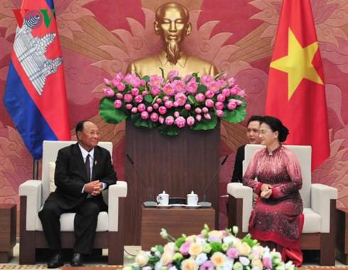 越南国会主席阮氏金银与柬埔寨国会主席韩桑林举行会谈 - ảnh 1