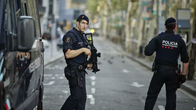 西班牙警方击毙巴塞罗那恐袭案嫌犯 - ảnh 1