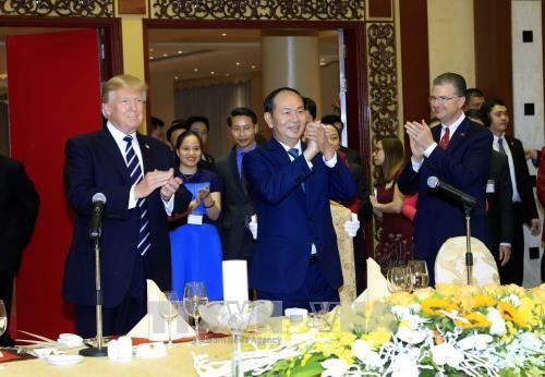 越南国家主席陈大光主持国宴招待美国总统特朗普 - ảnh 1