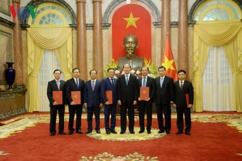 Le chef de l'Etat nomme plusieurs ambassadeurs - ảnh 1