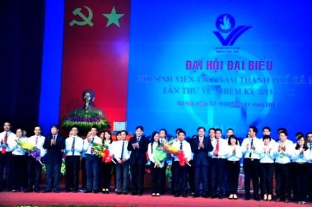 Jóvenes hanoyenses aportan con máximos esfuerzos por desarrollo de la capital - ảnh 1