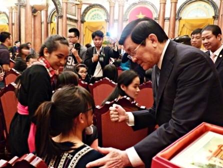 Presidente vietnamita proyecta orientaciones educativas - ảnh 1