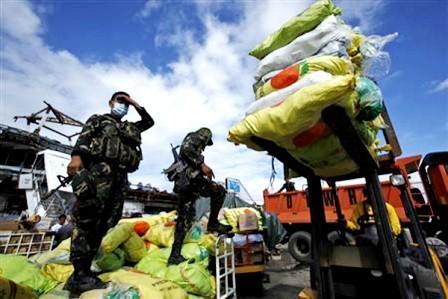 Prosiguen ayudas humanitarias internacionales para Filipinas - ảnh 1