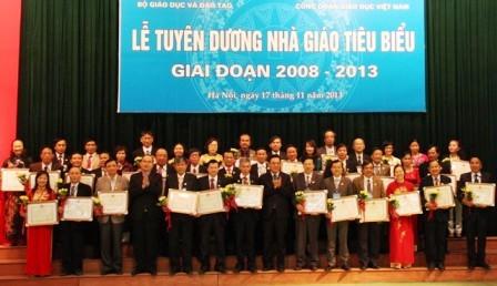 Encomian profesores ejemplares de Vietnam en 2013 - ảnh 1