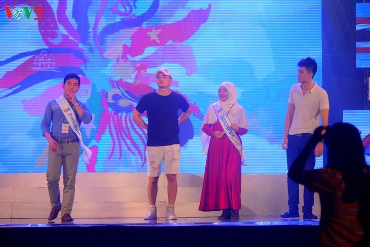 Demi-finale du concours de chant de l'ASEAN+3 - ảnh 2
