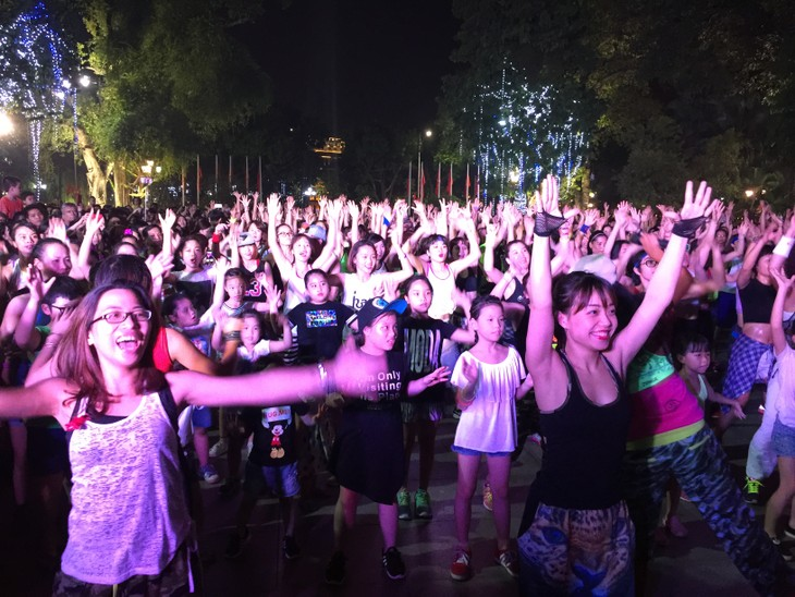 Zumba non-stop party in Hanoi - ảnh 1