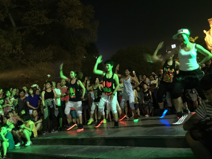 Zumba non-stop party in Hanoi - ảnh 2
