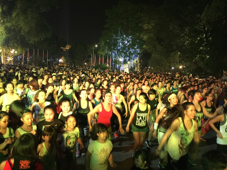 Zumba non-stop party in Hanoi - ảnh 3