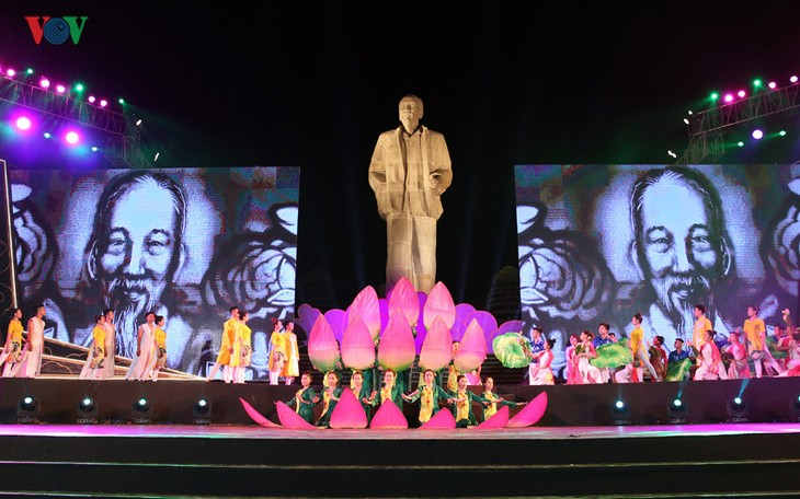 Special art program honors President Ho Chi Minh - ảnh 1