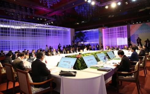 ASEAN+3, EAS, ARF debate urgent regional, international issues - ảnh 1