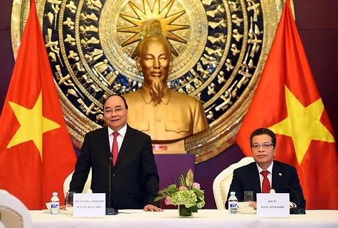 阮春福看望越南驻华大使馆工作人员和越侨代表 - ảnh 1