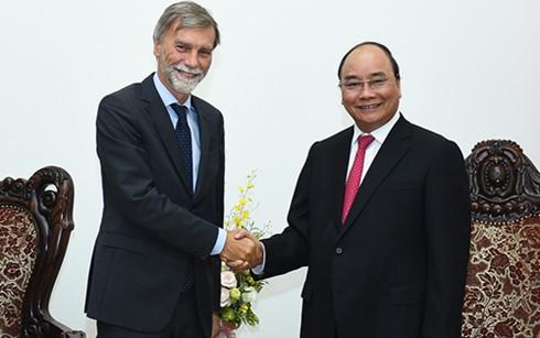 阮春福会见意大利基础设施与运输部长德尔里奥 - ảnh 1