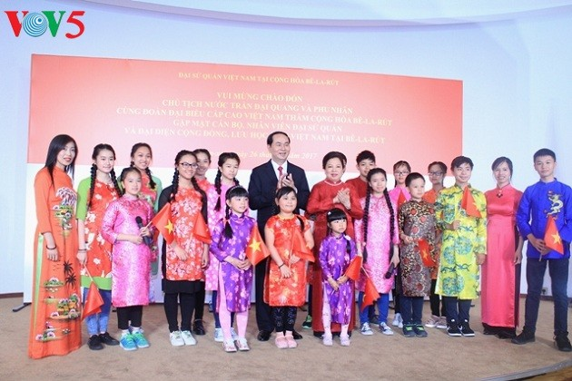 陈大光会见越南驻白俄罗斯大使馆工作人员和旅白越南人代表 - ảnh 1