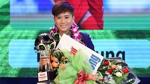 越南女子足球运动员阮氏雪蓉获FIFA表彰 - ảnh 1