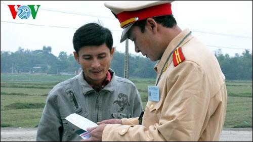 岘港:提高交通警察英语技能服务APEC - ảnh 1