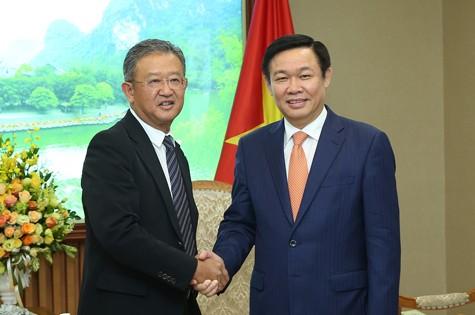 越南政府副总理王庭惠会见友邦保险集团首席执行官黄经辉 - ảnh 1
