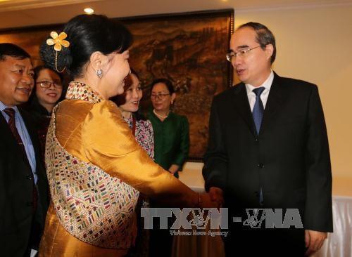 胡志明市市委书记阮善仁会见越老柬妇女高级代表团 - ảnh 1