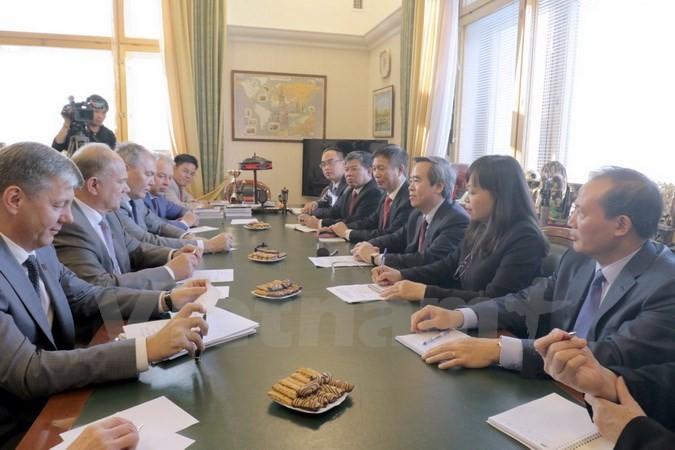越共中央经济部部长阮文平对俄罗斯进行工作访问 - ảnh 1