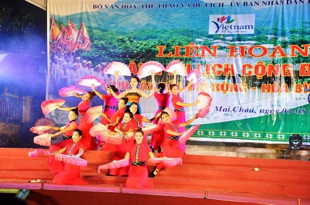 2017年越南西北地区各省社区旅游村联欢活动开幕 - ảnh 1
