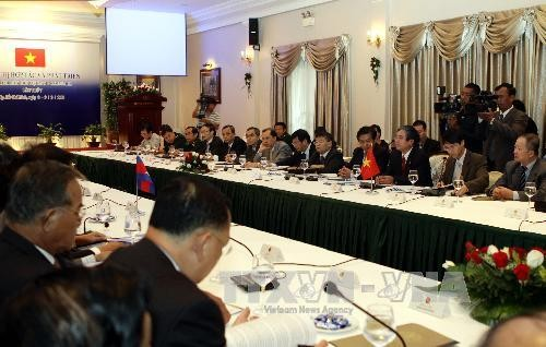Konferenz zur Entwicklung vietnamesischer und kamboschanischer Grenzprovinzen - ảnh 1