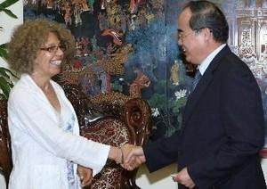 Vize-Premierminister Nguyen Thien Nhan empfängt Vertreter von APHA - ảnh 1