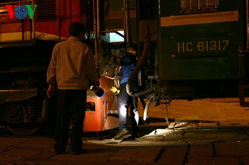 Die Nacht auf dem Hanoier Bahnhof - ảnh 9