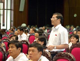 Abgeordnete diskutieren Gesetzesentwurf zur Verteidigungs- und Sicherheitserziehung - ảnh 1