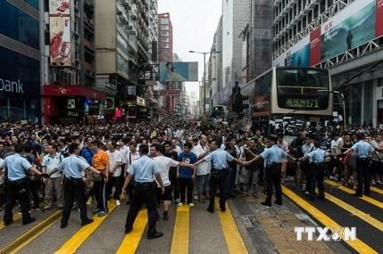 Sicherheitsbehörden in Hongkong nehmen 19 Demonstranten fest - ảnh 1