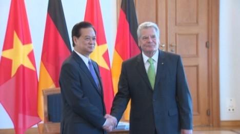 Premier Nguyen Tan Dung: Territorialstreitigkeiten müssen durch friedliche Maßnahmen gelöst werden - ảnh 2