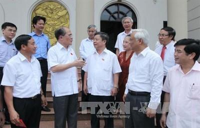 Parlamentspräsident Nguyen Sinh Hung trifft Wähler der Provinz Ha Tinh - ảnh 1