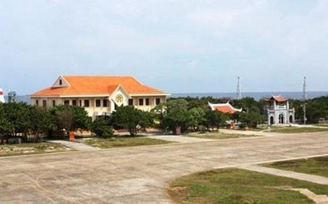 Arbeitsgruppe der Zentralabteilung für Aufklärung und Erziehung besucht Kreisstadt Truong Sa - ảnh 1