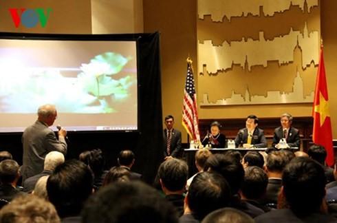 Staatspräsident Truong Tan Sang trifft in den USA lebende Vietnamesen - ảnh 2