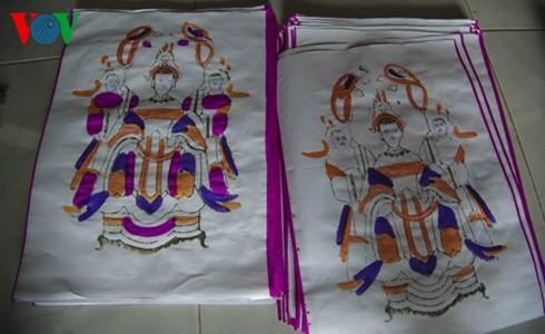 Besuch in dem Ort, wo die folkloristischen Bilder von Hue hergestellt werden - ảnh 1