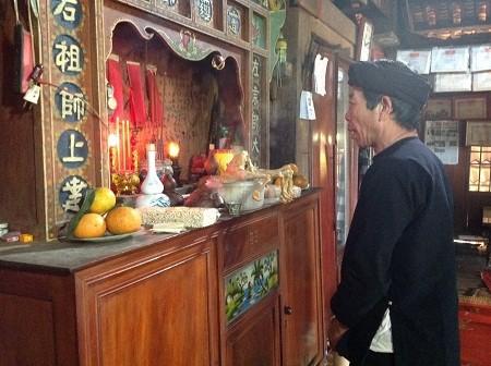 Die Altäre und der Glaube der Volksgruppe der San Chi - ảnh 1