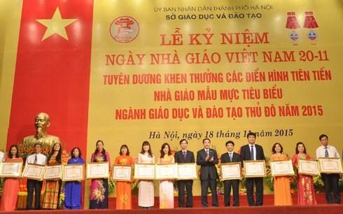 Auszeichnung von vorbildlichen Lehrern - ảnh 1