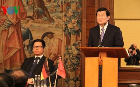 Staatspräsident Truong Tan Sang nimmt am vietnamesisch-deutschen Unternehmensforum teil - ảnh 1