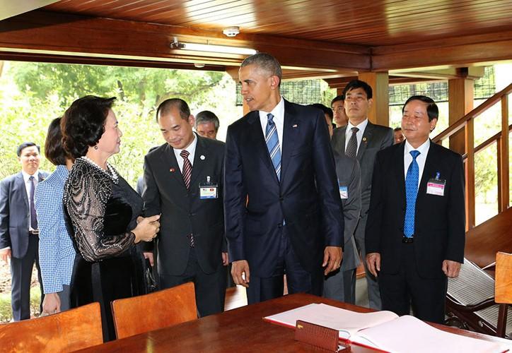 US-Präsident Barack Obama besucht Stelzenhaus von Präsident Ho Chi Minh - ảnh 8