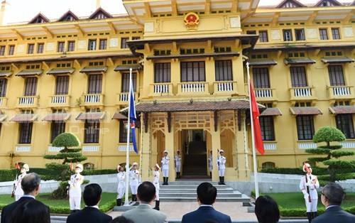 Zeremonie zum Hissen der ASEAN-Flagge in Hanoi - ảnh 1