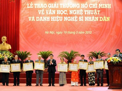Verleihung des Ho-Chi-Minh-Preises und Preises des Staates für Literatur und Kunst 2016 - ảnh 1
