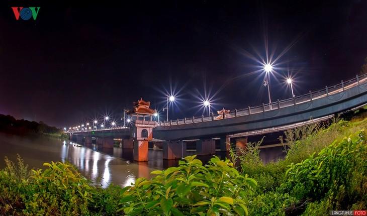 Die Schönheit der Kaiserstadt Hue in der Nacht - ảnh 1