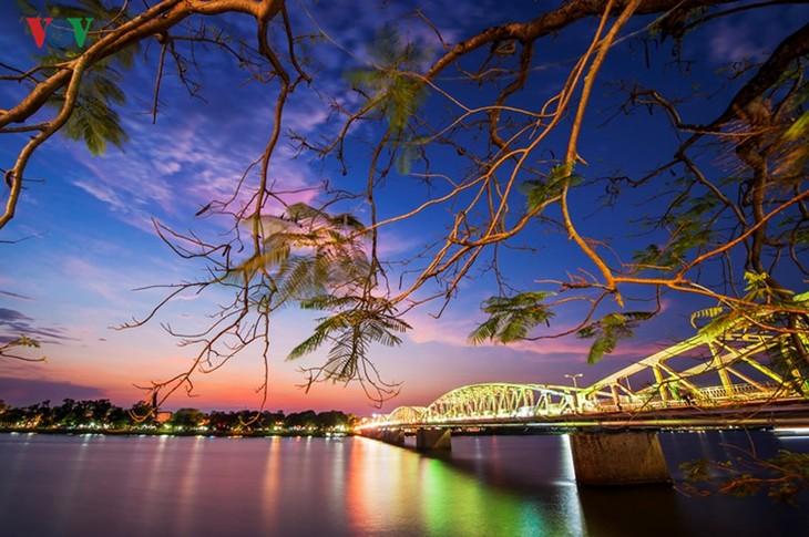 Die Schönheit der Kaiserstadt Hue in der Nacht - ảnh 3