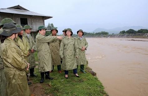 Vizepremierminister Trinh Dinh Dung leitet die Aufräumarbeiten nach der Überschwemmung in Yen Bai - ảnh 1
