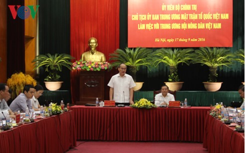 Vorsitzender der Vaterländischen Front Vietnams führt Arbeitstreffen mit Bauernverband - ảnh 1