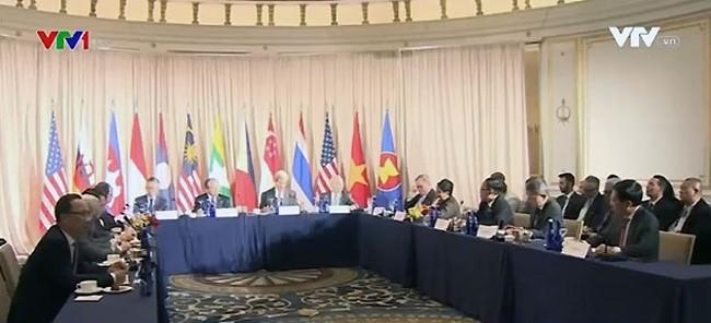 Vietnam nimmt an der inoffiziellen Außenministerkonferenz der ASEAN und USA teil - ảnh 1
