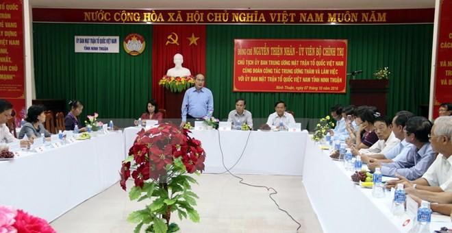 Vorsitzender der Vaterländischen Front trifft Vertreter der Volksgruppe Cham in Ninh Thuan - ảnh 1
