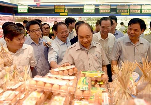 Premierminister Nguyen Xuan Phuc überprüft Nahrungsmittelhygiene in Ho Chi Minh Stadt - ảnh 1