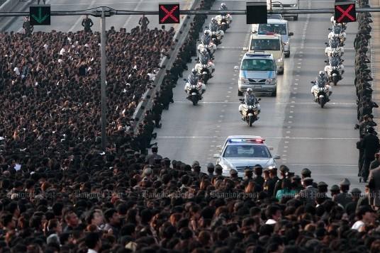 Thailand betet für König Bhumibol Adulyadej - ảnh 1