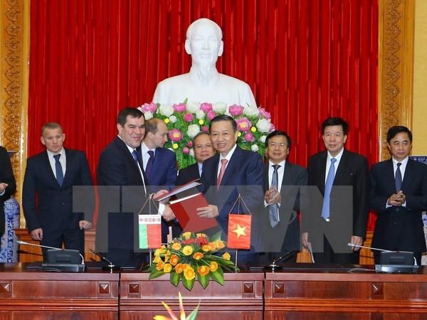 Vietnams Polizeiminister trifft Vorsitzenden des Nationalen Sicherheitskomitees Weißrusslands - ảnh 1